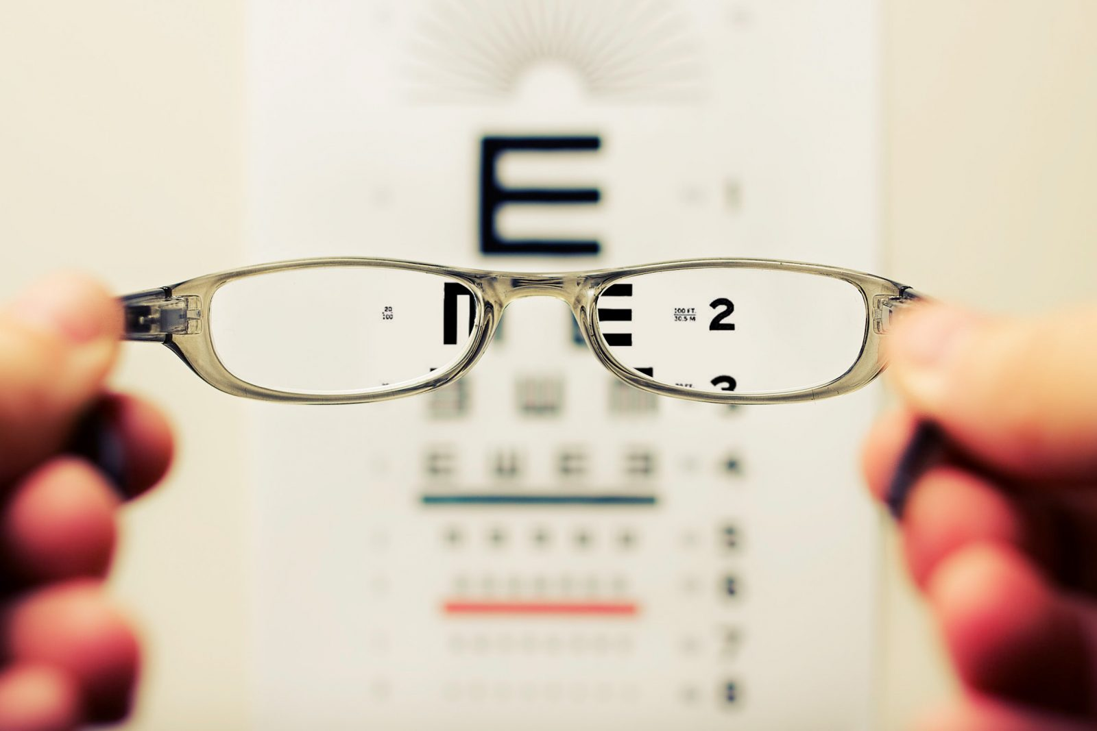 Does screen time affect eye sight?